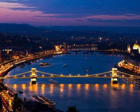 A vérpezsdítő 8. kerület a fiatal felnőttek székhelye Budapesten